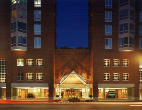 41300_Esplanade_Condos Entrance night