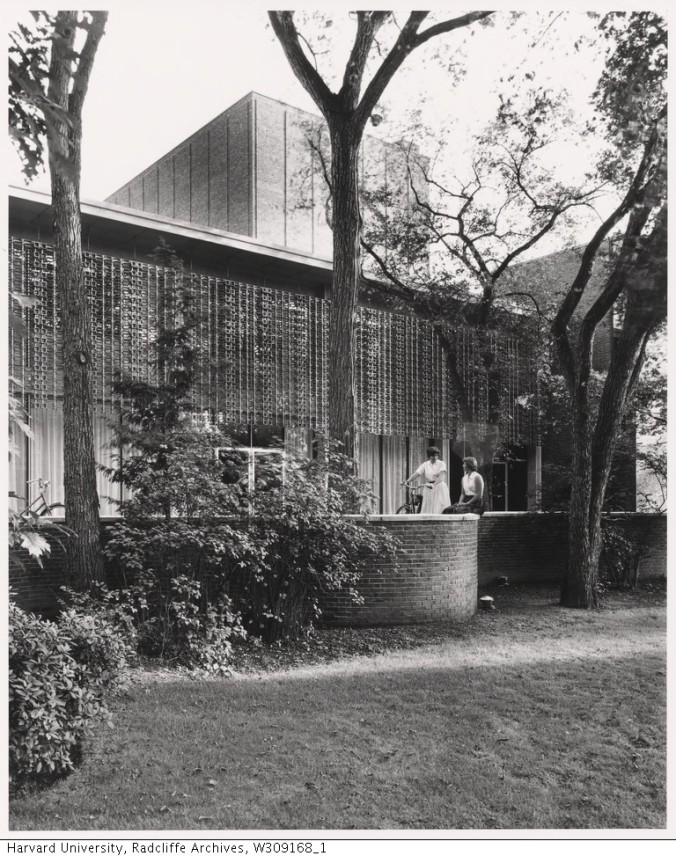 Exterior View of Loeb Drama Center (2)_Radcliffe College Archives