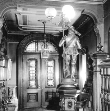 Magazine St 81_Entrance hall and front door